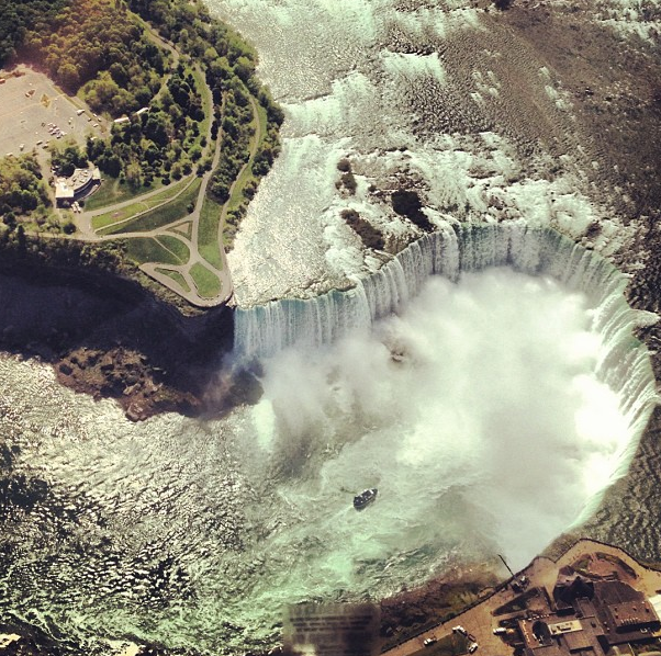 niagara falls gezien vanaf helicopter