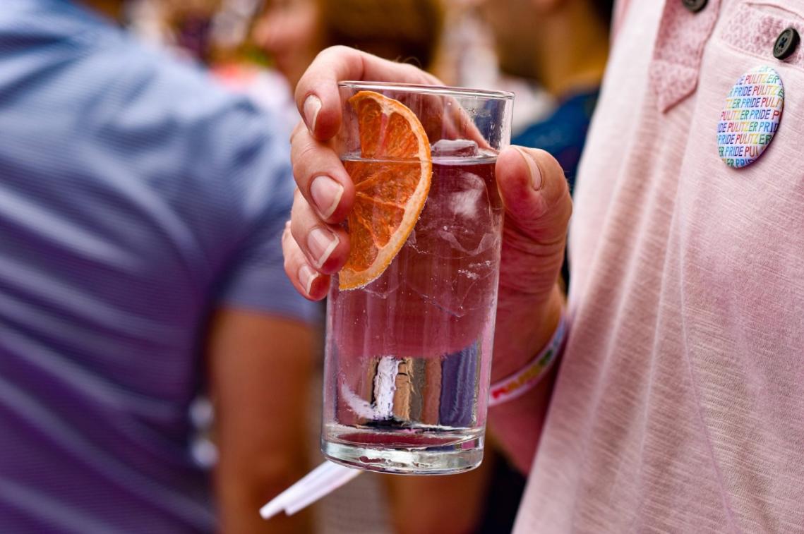 pulizer-hotel-pride-amsterdam-drink