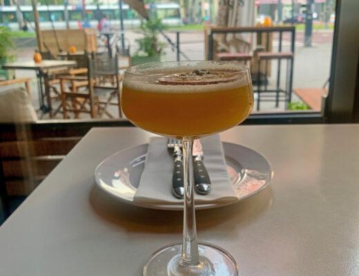 Uitzicht Ayla en cocktail